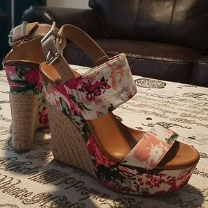 Floral chic wedges